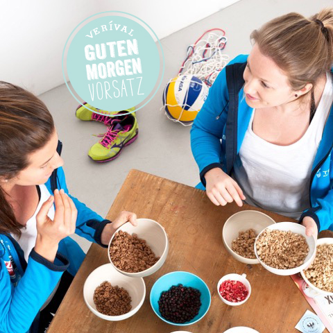 Motivierte Morgensportler: unsre Beachvolleyballerinnen Lena & Kathi