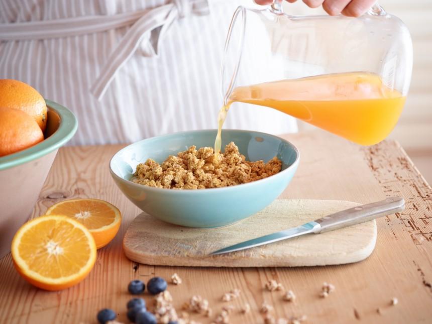 Wie wär's denn mal mit Orangensaft übers Müsli statt nur dazu?