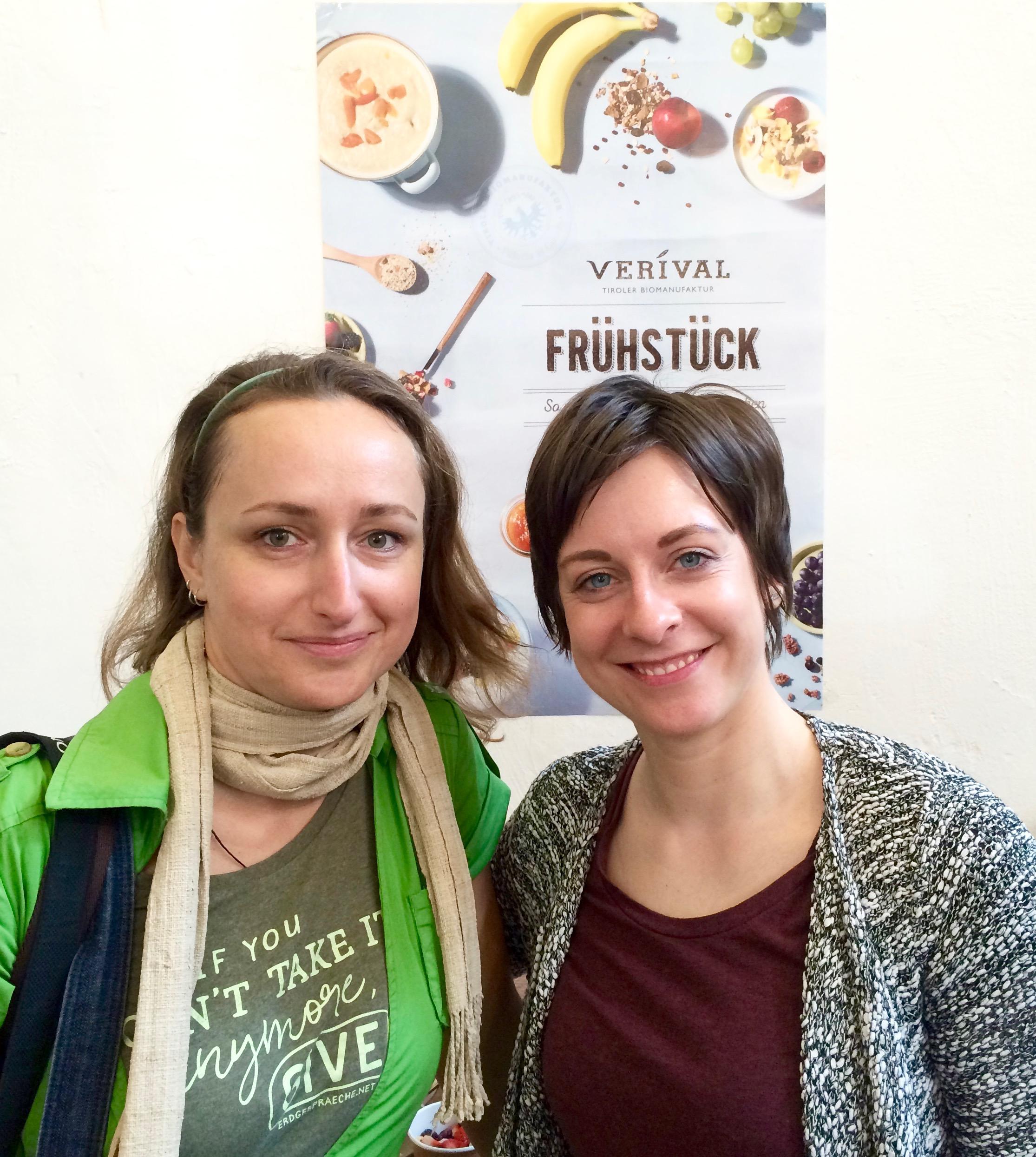 Angie Rattay vom Neongreen Network und Sarah für Verival