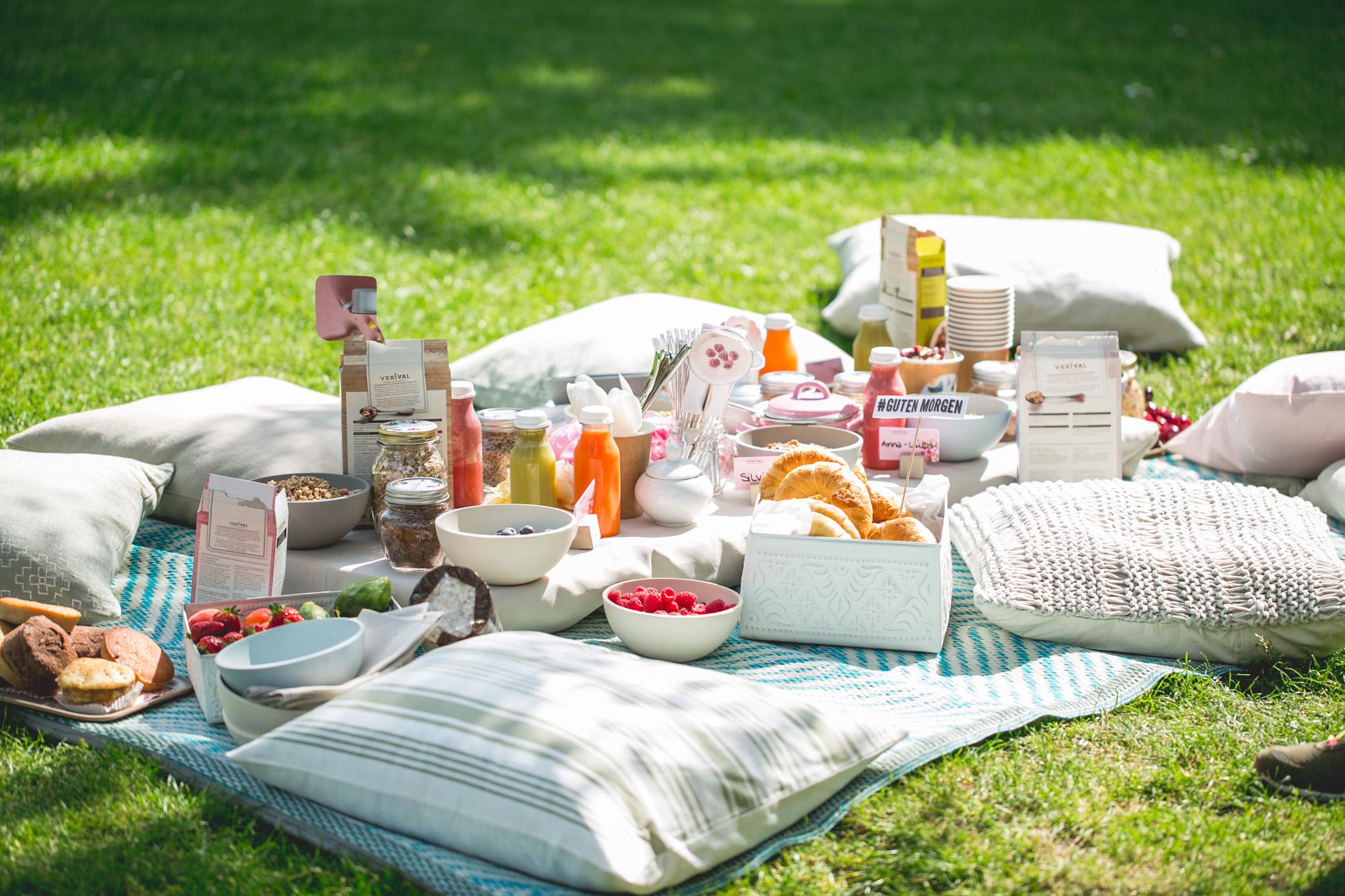 Alles, was es für ein Frühstücks-Picknick braucht © Florence Stoiber
