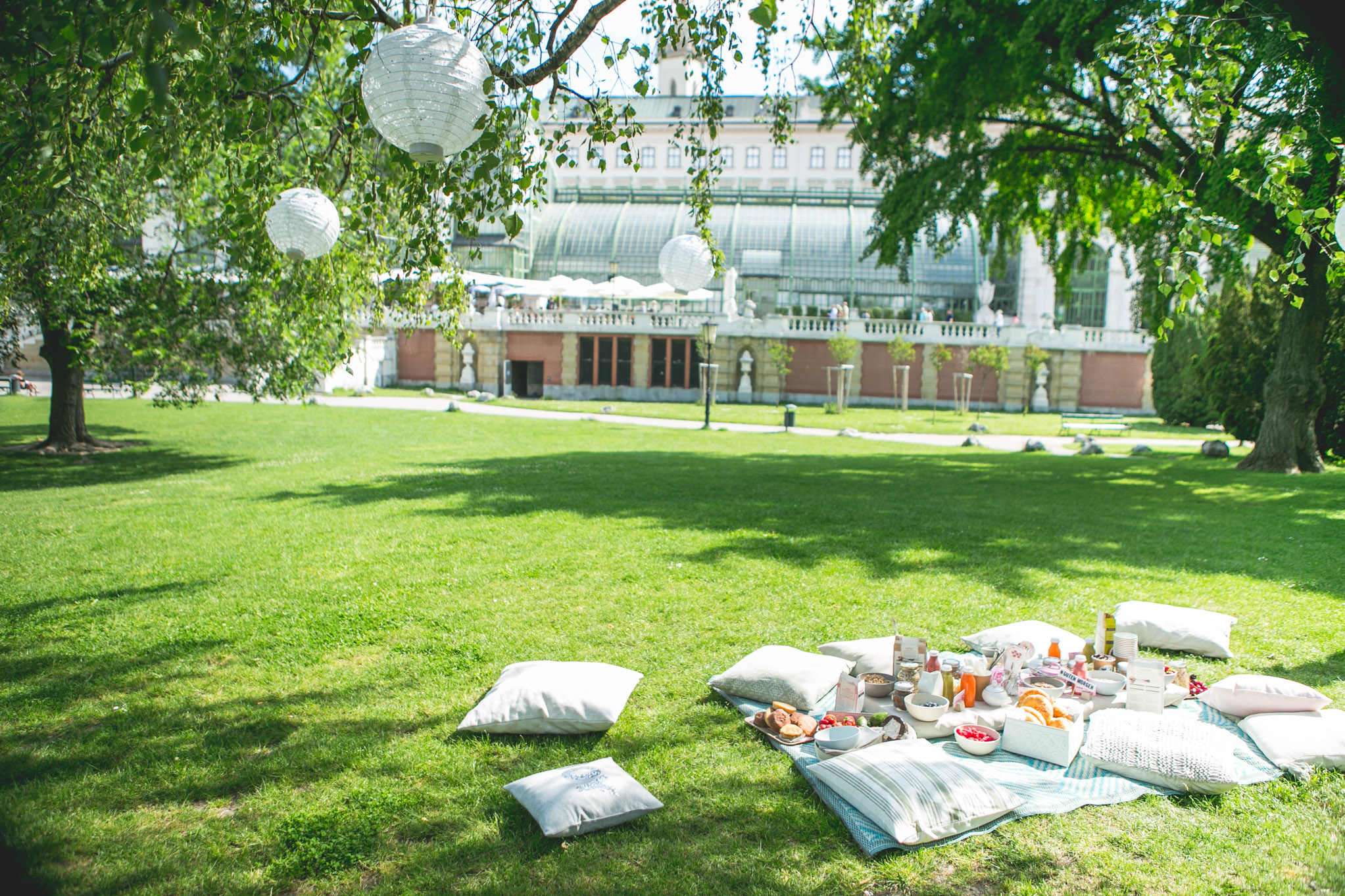 A picnic straight out of the book: it's all about details © Florence Stoiber