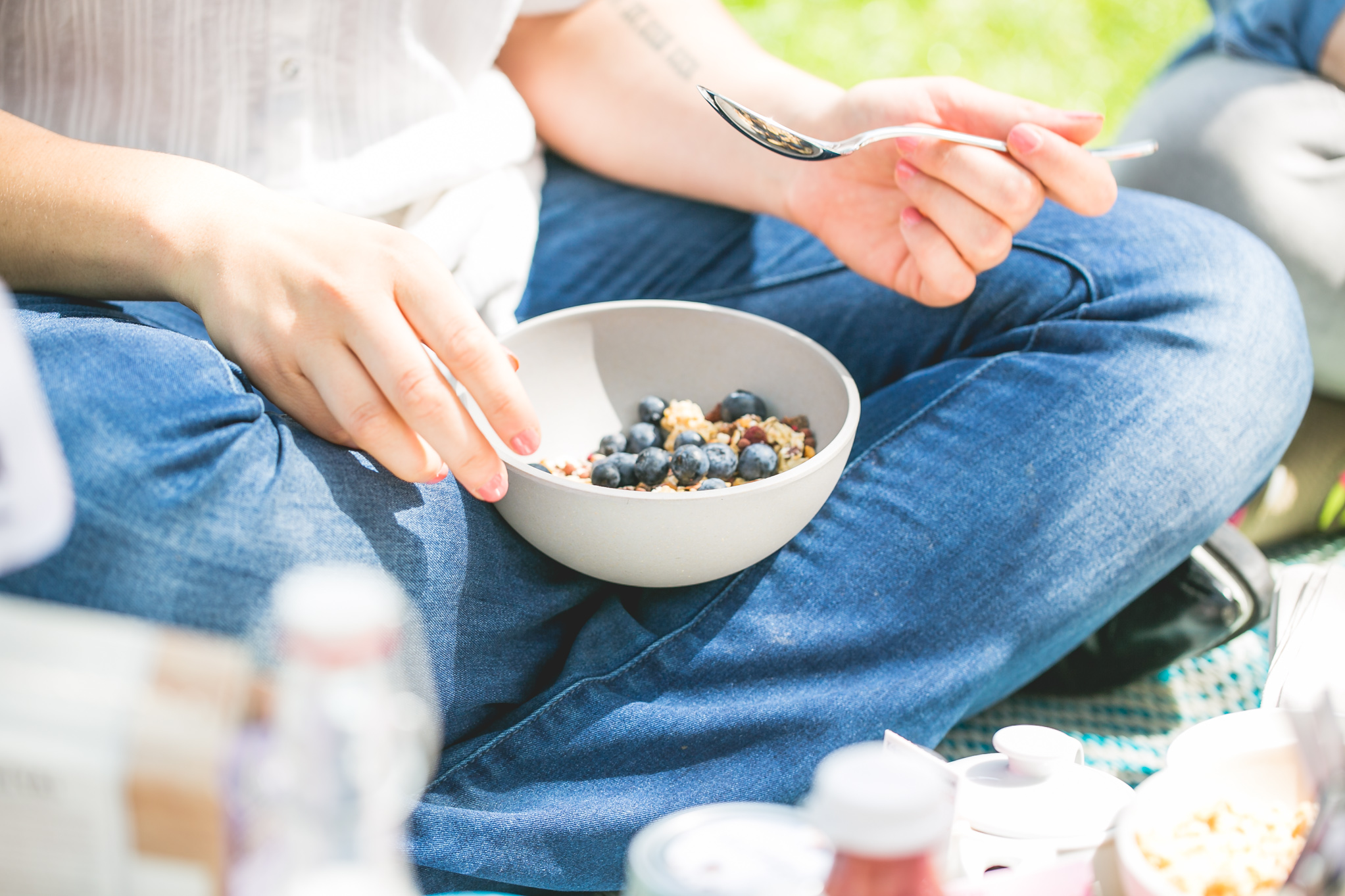The perfect muesli bowl for a picnic: light but filled with all the goodies © Florence Stoiber