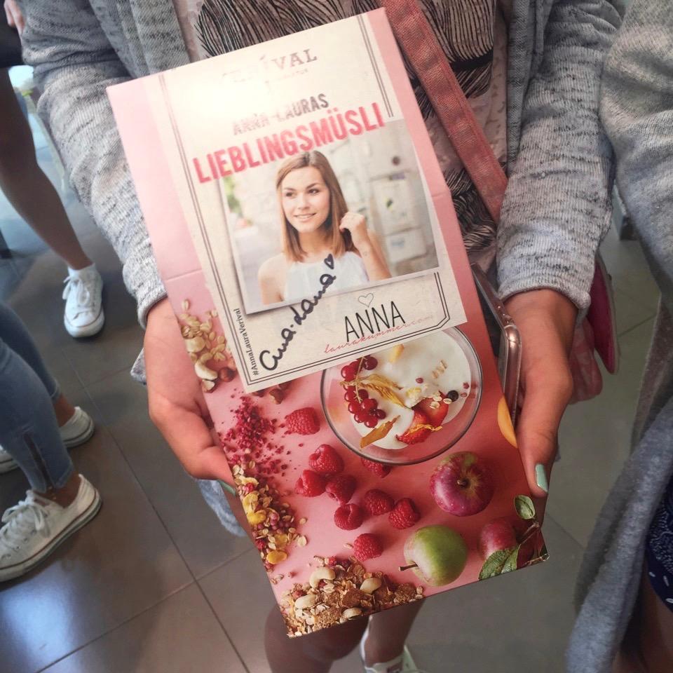 Echte Fans sicherten sich Anna-Lauras Autogramm auf ihrem Lieblingsmüsli