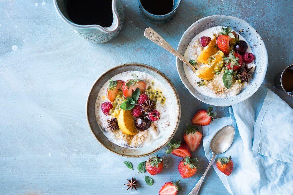 Porridge mit frischem Obst