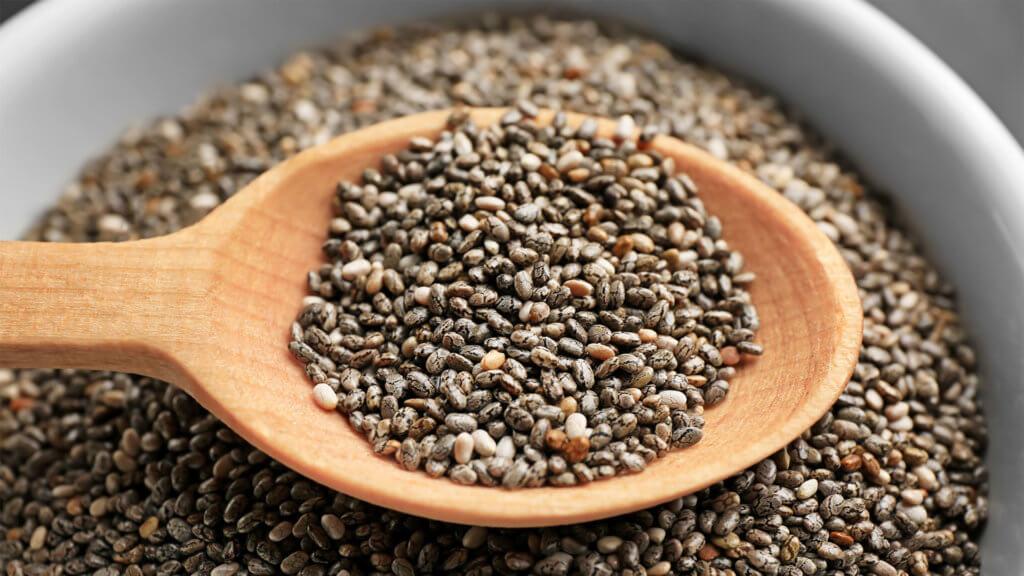 Chia-Samen auf Holzloeffel