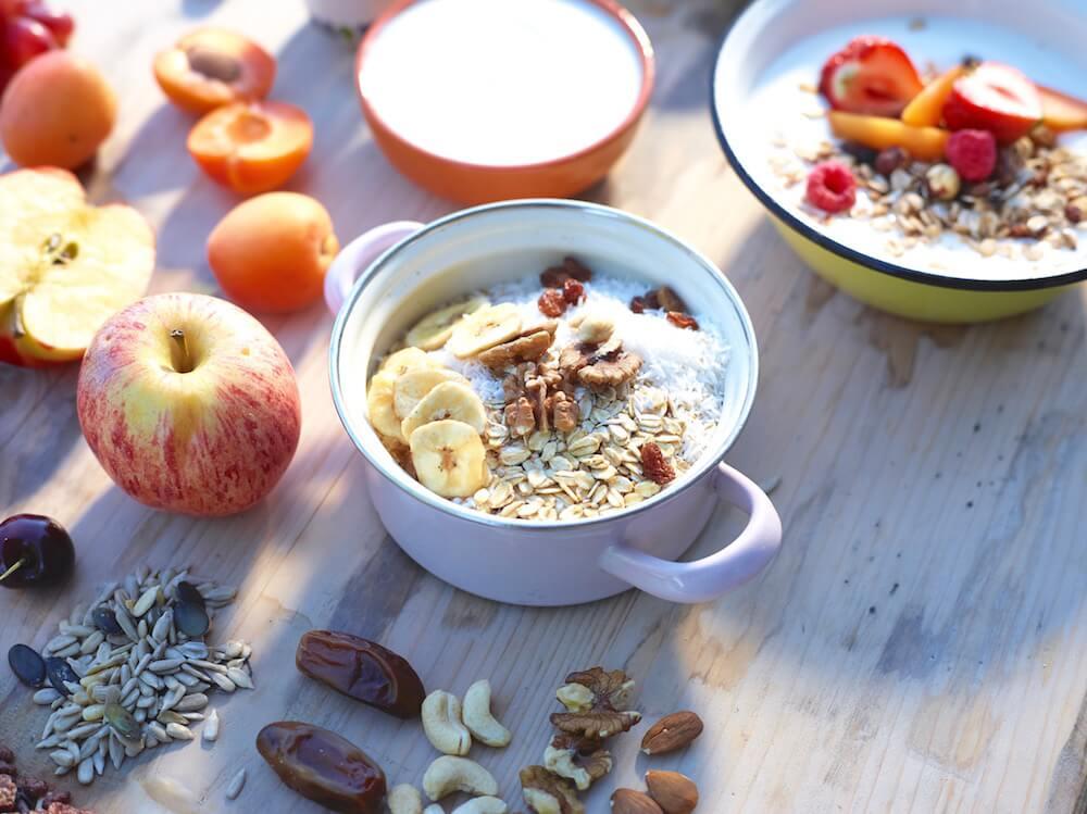 Gesundes Frühstück mit Nüssen