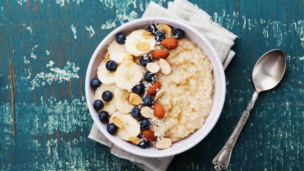 Haferflocken Porridge mit wichtigen & gesunden ungesättigten Fettsäuren
