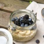 Glutenfreie Overnight Oats Banane-Heidelbeer Rezept