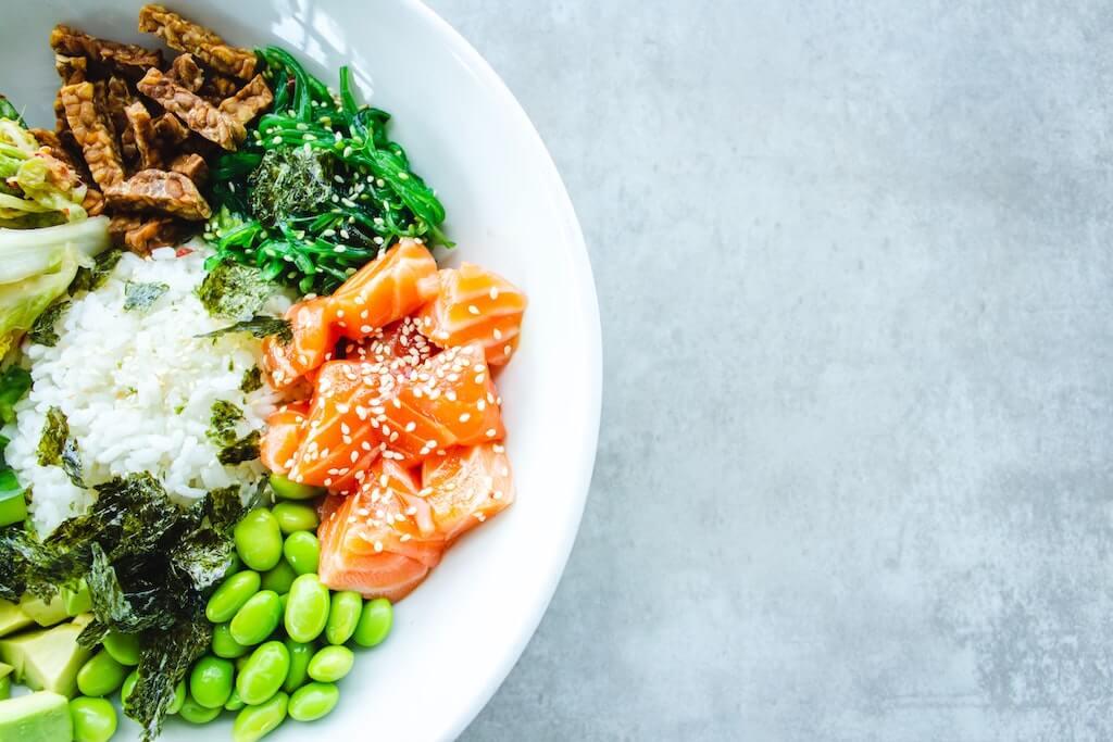 pasto povero di carboidrati e ad alto contenuto proteico