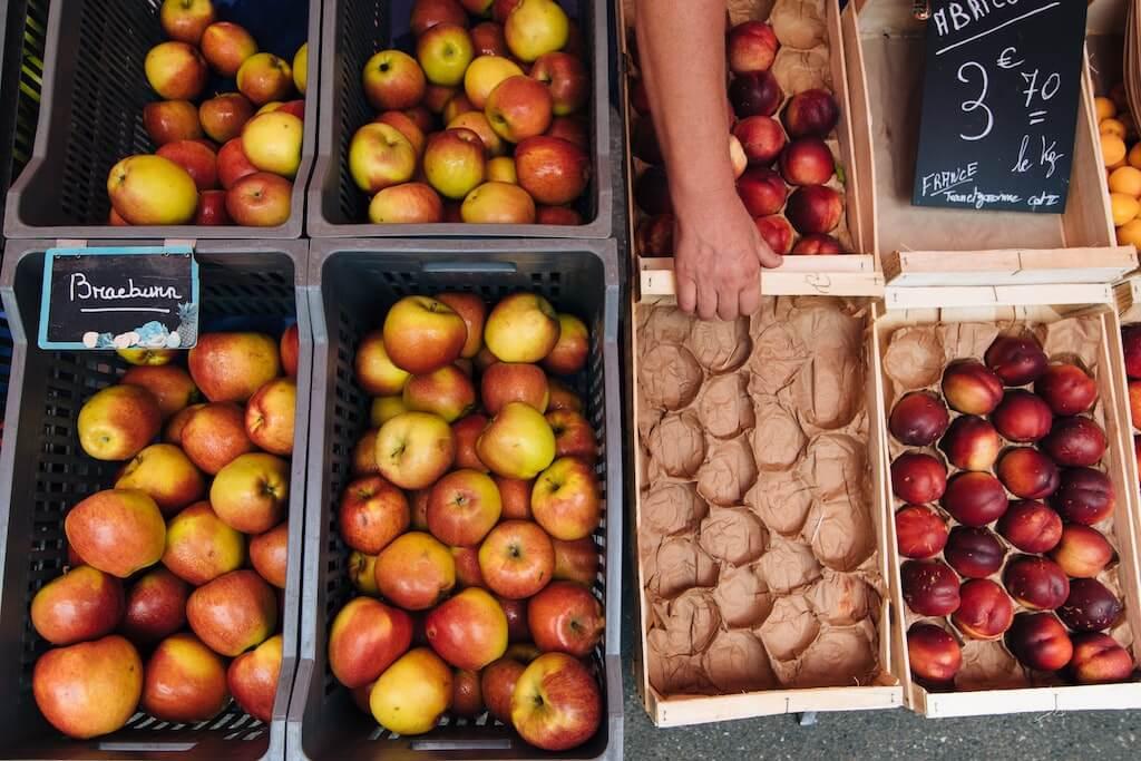 Lose Äpfel im Supermarkt