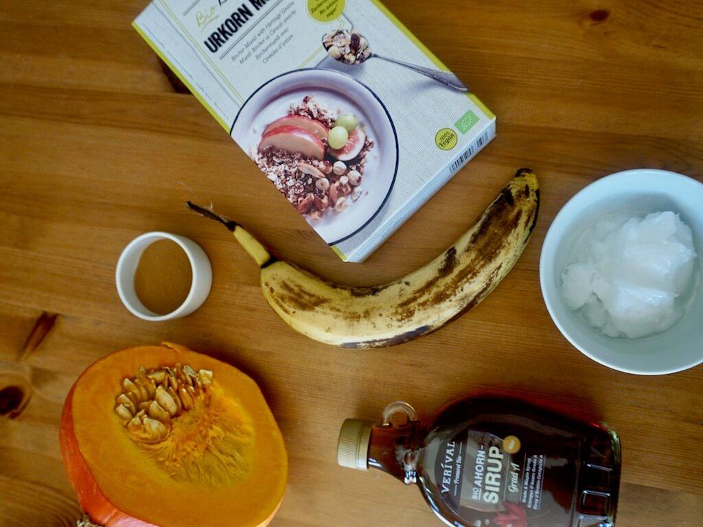 Zutaten für die veganen Kürbis-Haferkekse