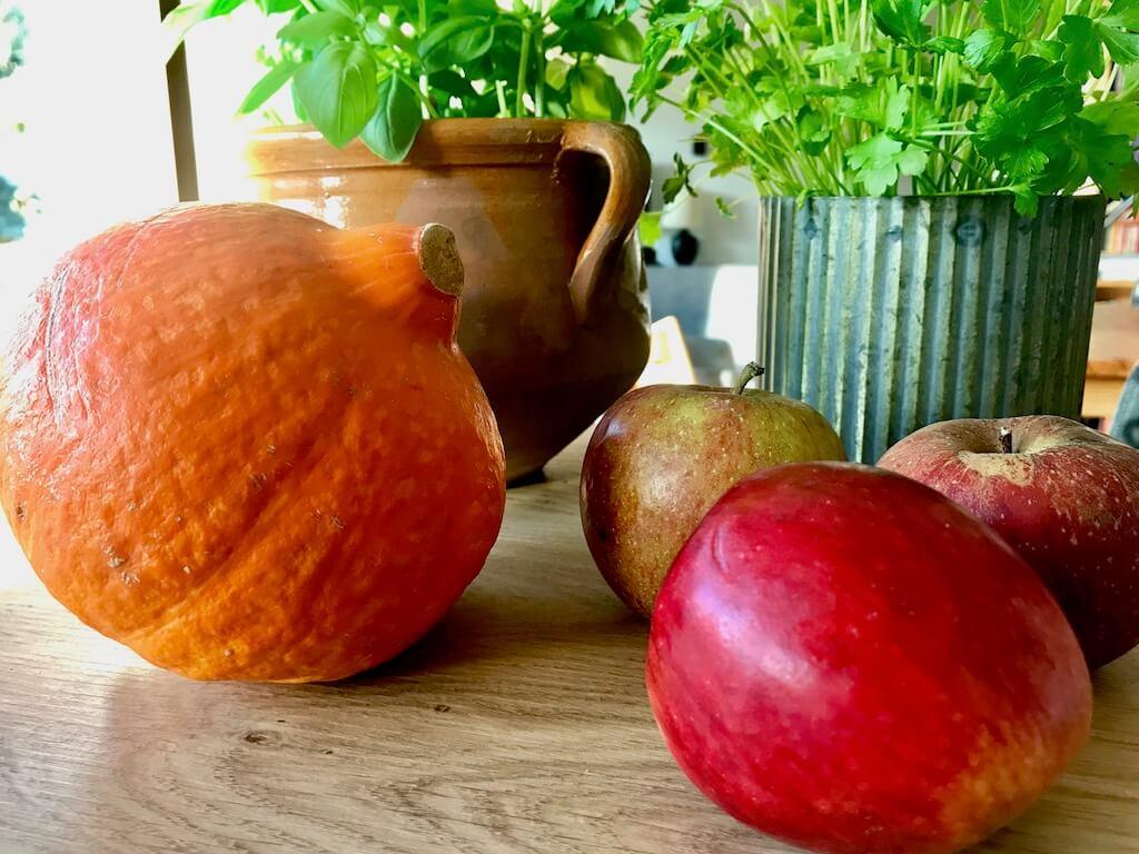 Kürbisse und Äpfel haben im Herbst Hochsaison.