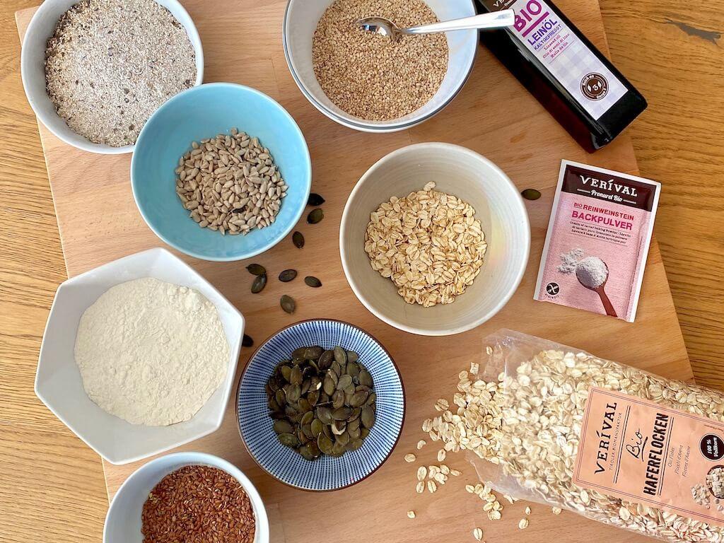 Die gesunden und nährstoffreichen Zutaten für die veganen körnigen Supercracker