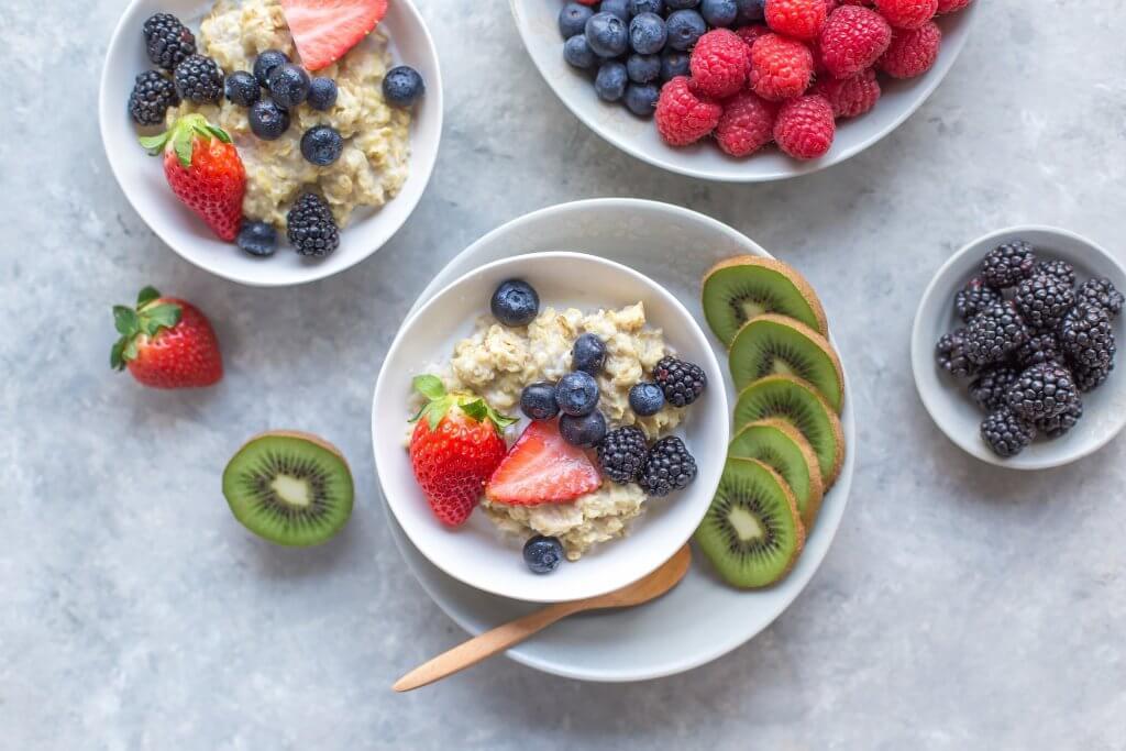 Porridge mit Beeren - ein gesundes, warmes Frühstück!