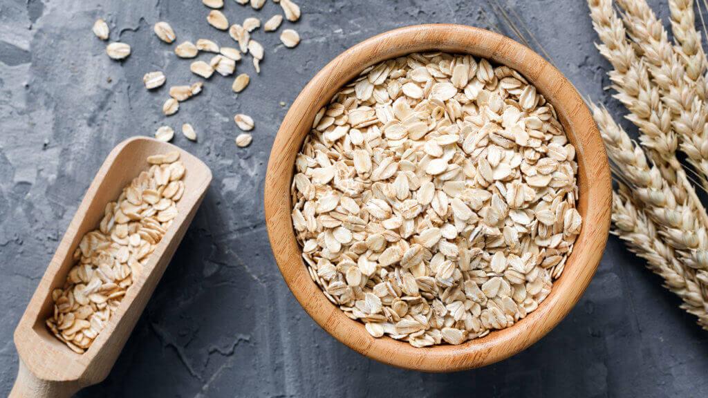 Getreide wie Haferflocken bilden die Basis einer proteinreichen pflanzlichen Ernährung