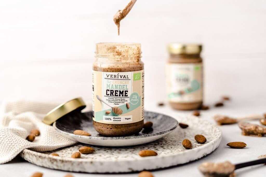 Die Crunchy Mandelcreme von Verival eignet sich ideal als Proteinquelle!